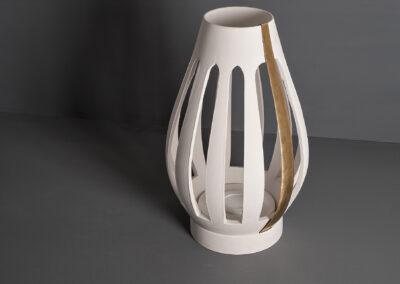 Spira.-Lampada-da-terra-artigianale-in-ceramica-e-finiture-in-ottone-o-ferro.-Lungomaredesign.it_